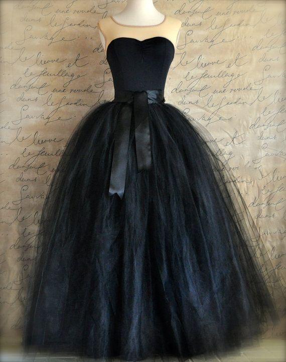 Noir jupe en tulle pour femmes noire pleine longueur cousue doublée jupe en tulle. Mariages et vêtements pour les filles ou les femmes.