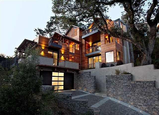 The Hillside House by SB Architects