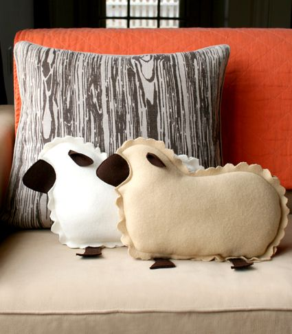 Little Lamb Pillows. free pattern.