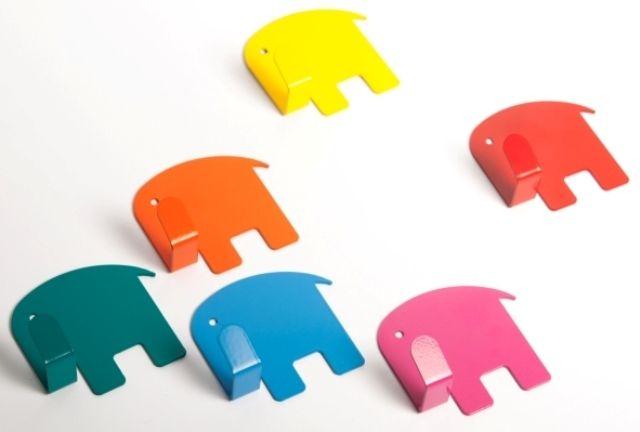 Garderobenhaken bunte Elefant // colorful elephant wardrobe hooks via DaWanda.com