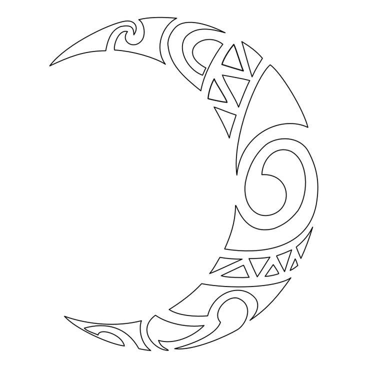 lune à motifs maori en tant que modèle tatouage très original