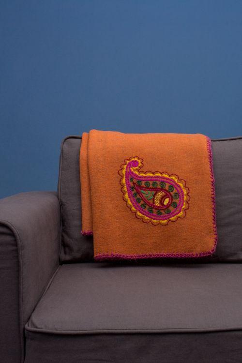 Türchen Nummer 14: Die Anleitung für eine kuschelige Wolldecke mit Paisley-Stickmuster - Initiative Handarbeit