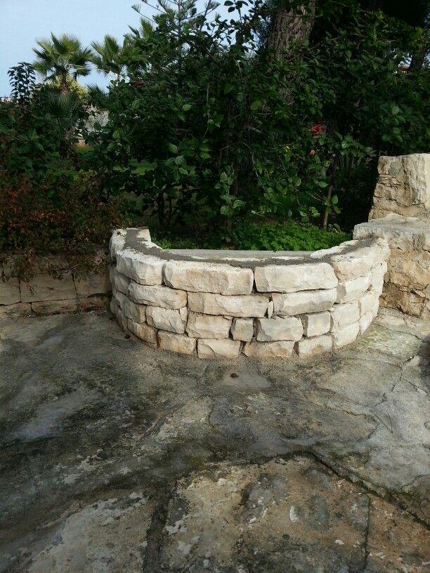 Aiuola in pietra a secco