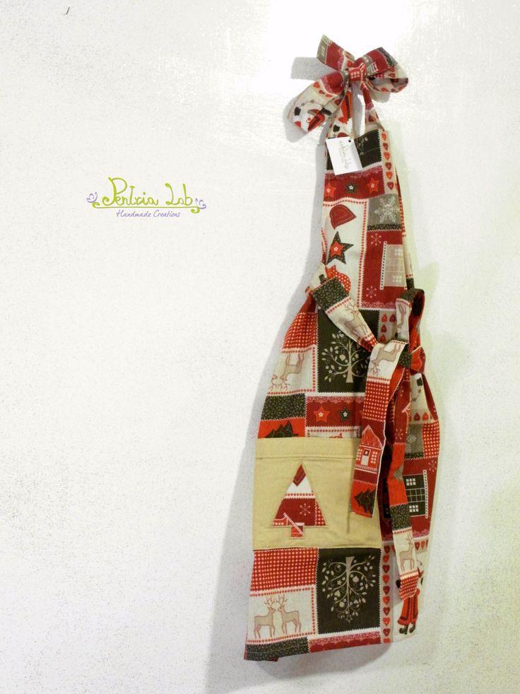 Grembiule in tessuto natalizio, con babbo natale, casette di marzapane. : Cucina e servizi da tavola di pentria-lab