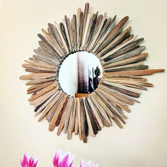 Inspiriert von der natürlichen Schönheit von meinem Zuhause in Nordkalifornien fügt diesem Treibholz Spiegel Naturtönen und Textur zu jedem möglichem Raum. Handgemachte ein wunderbares Einzelstück. Kommt fertig zum Aufhängen.  Durchmesser 27. Spiegel 10.  Folgen Sie meinem Treibholz-Abenteuer auf Instagram @drift_through_it    © 2015 Drift durch Sie