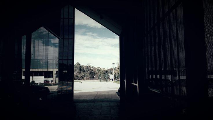 Nuevo Acceso Colegio Alemán de Puerto Varas. Proyecto de reordenamiento de accesos, nueva portería y patios. 2016. . . . #school#arquitectura#puertovaras#chile#diseño#arquitecturelovers#architect#archdaily#arquitecturachilena#deutsche#schule#architektur#colegio