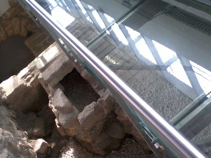Makam-ı Danyal Camii cam yürüyüş parkuru.