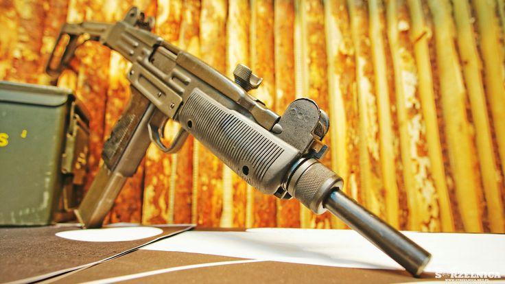UZI - full auto, oryginalny, dostępny na naszej strzelnicy dostarczy serii pozytywnych wrażeń.  #strzelnica #sosnowiec #weaponfanatics #weaponsdaily #bestgunsdaily #gunfanatics #gunsdaily #guns #gunporn #gunpics #gunpictures #uzi #smg #broń #weapon #firearms #strzelec