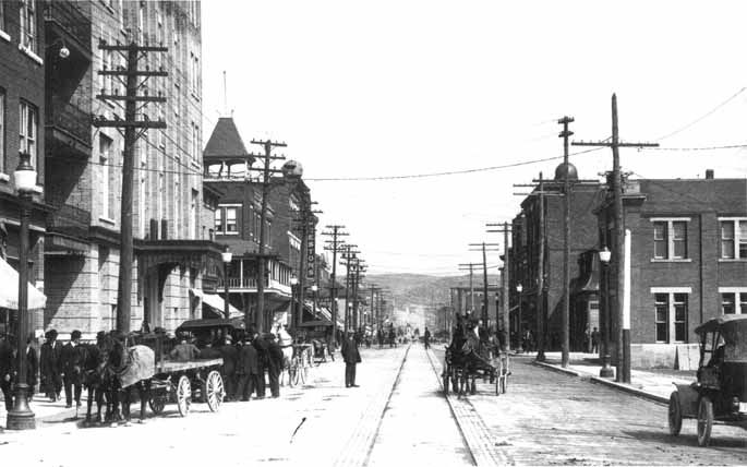 TITLE Elm Street, Sudbury, Ont. circa 1915. -- SOURCE Main Branch. SOURCE Photograph. DATE 1915. SUBJECT Sudbury -- Streets -- Elm. NOTE c1915. NOTE Photograph. NOTE City of Greater Sudbury Heritage Museums Collection. NOTE Donated by Public Archives. NOTE PA 30387. NUMBER MK0009EN.