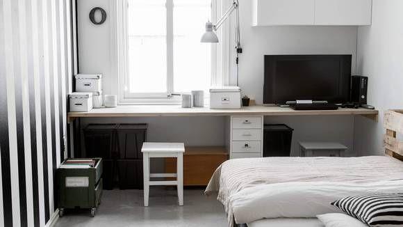 GUTTEROM: På Olivers rom fyller en benkeplate den ene kortveggen og gir god arbeidsplass. I hjørnet har de satt opp et kjøkkenskap fra Ikea.