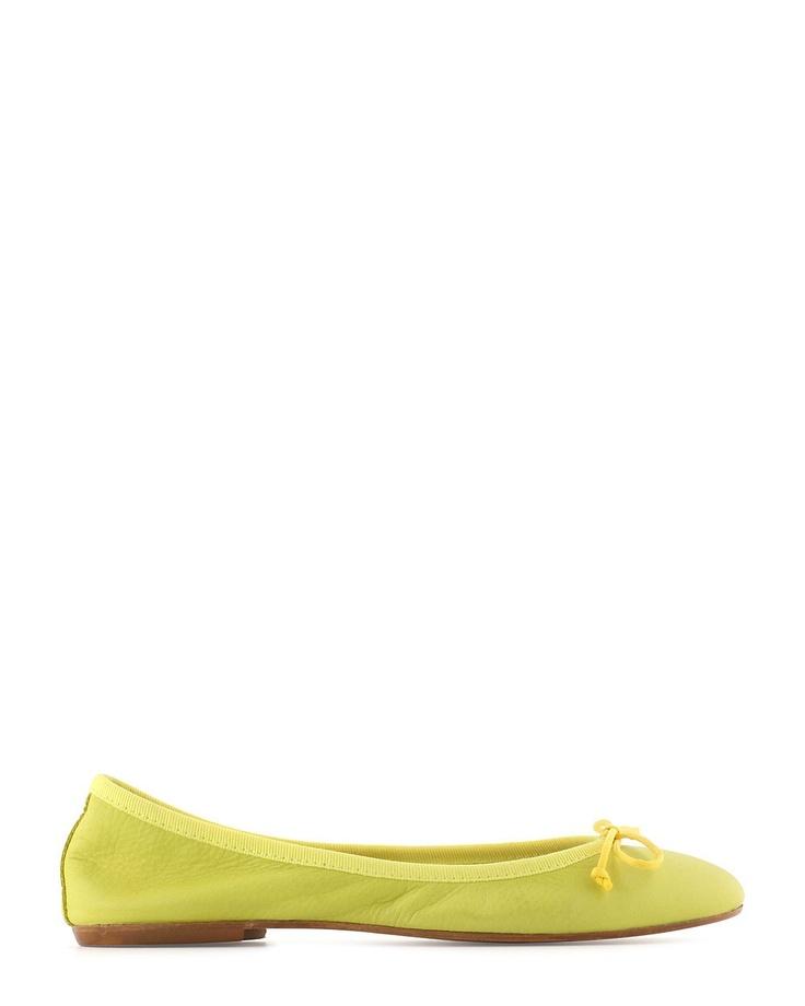 Ballerine jaune pour un effet vitaminé.