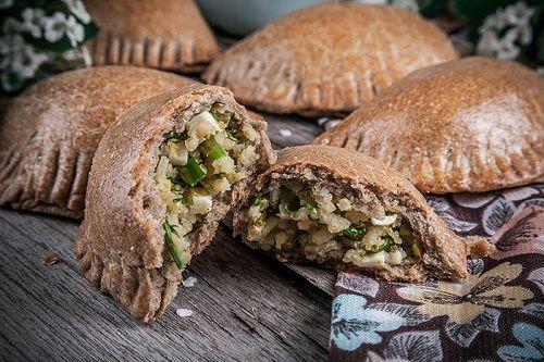 Пирожки из ржаной цельнозерновой муки с яйцами, рисом и зеленым луком   Несладкие пироги