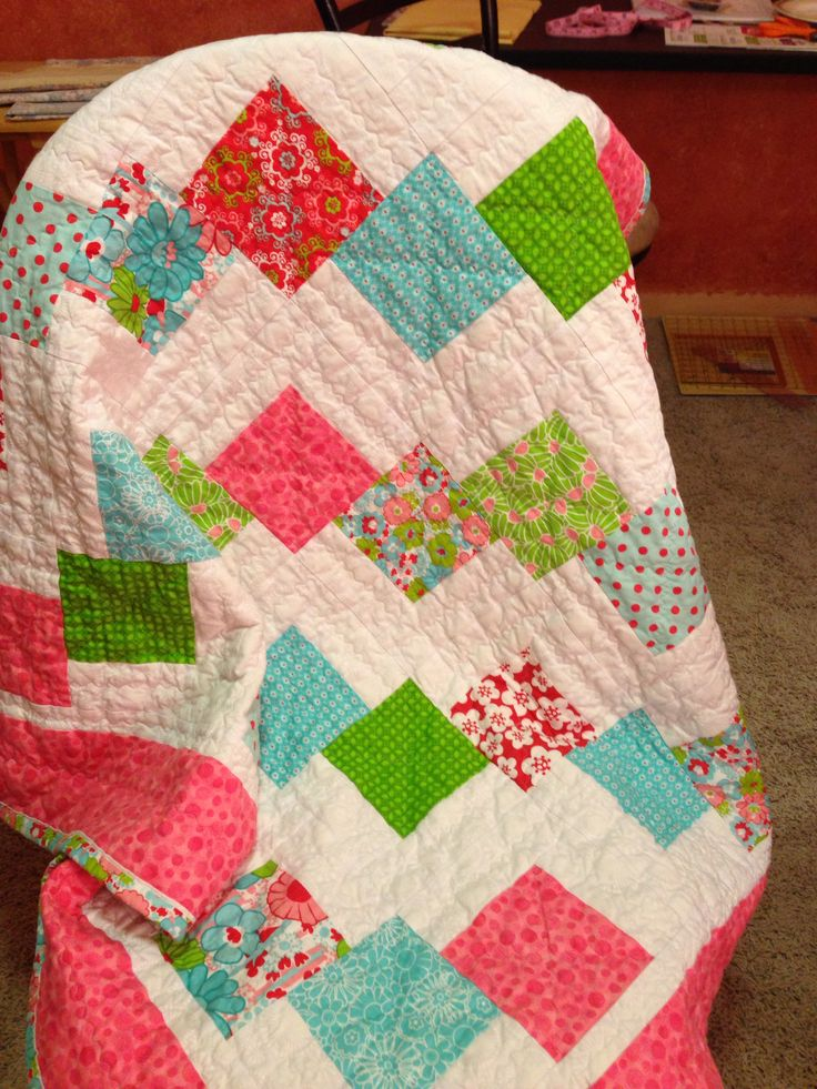 First quilt I\u0027ve ever made! This was done following the Falling Charms tutorial by Missouri Star Quilt Co with the Honeydew fabric line I picked up @ my ... & 15 best Quilt Falling Charms images on Pinterest | Charm quilt ... pillowsntoast.com