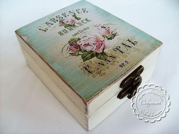 """""""Romance gift box"""" este o cutie decorata cu tehnica decoupage si este perfecta pentru a aduce un zambet si o bucurie personei dragi tie atunci cand o oferi cadou. Este lucrata cu multa atentie, cu culori acrilice (pe baza de apa), lacuita cu lac pe baza de apa si bineinteles ca si tehnica al folosit shabby chic."""