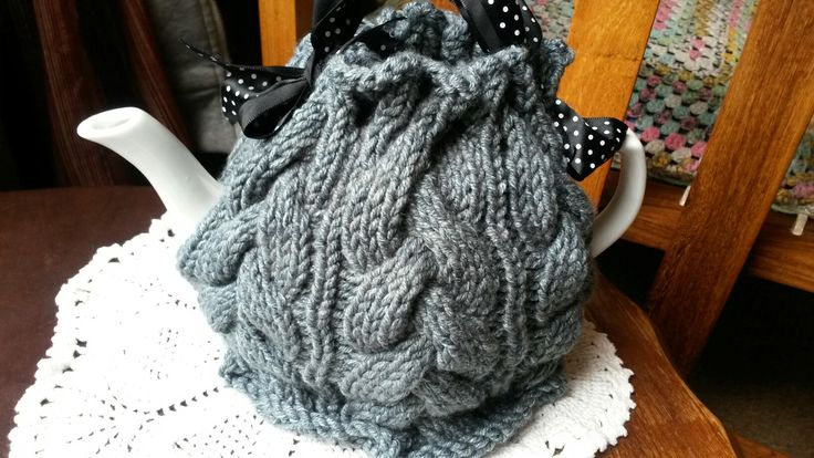 Grey cabled tea cosie