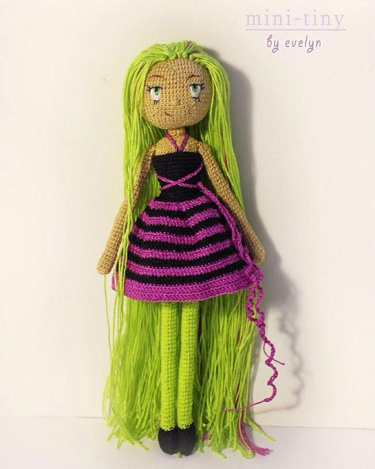 Новинка в серии вязаных кукол MINI-TINY!  Линда 26 см.  Милая и красивая девушка с дискотеки. Она любит танцевать и причесывать свои длинные волосы. В комплекте идет: платье (снимается). На проволочном каркасе может сама стоять сидеть принимать любые позы. Личико вышито #collectiondolls #кукла #beatiful #beatifuldoll #crochetdoll #knitting #knittingDoll #amigurumi #amigurumidoll #anime #амигурумикукла #амигуруми #вязаниекрючком #вяжутнетолькобабушки #doll #dollphoto #dollmaking #artdoll…