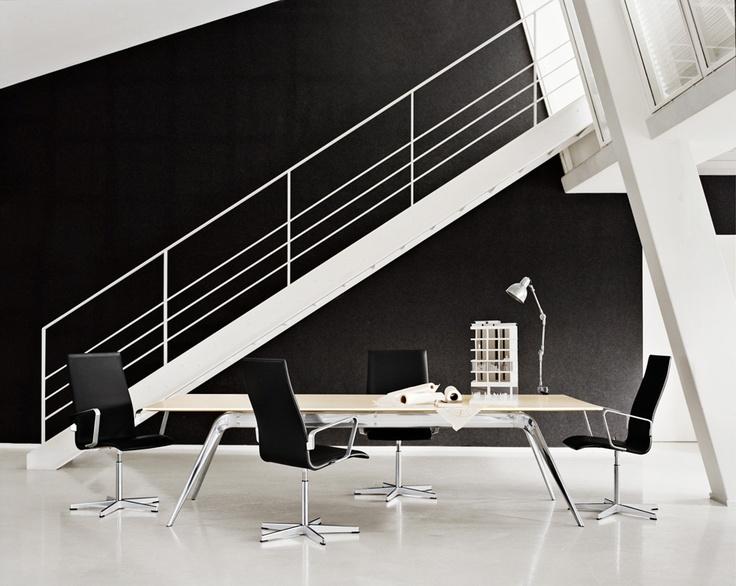 Oxford Medium Office Chair, Fritz Hansen. Design by Arne Jacobsen.
