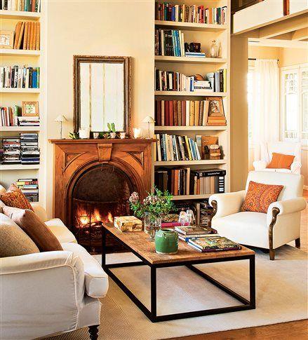 Librería alrededor de la chimenea