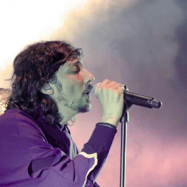 Simplemente una gran foto de León Larregui!!! Zoé gira Prográmaton!  18.09.14
