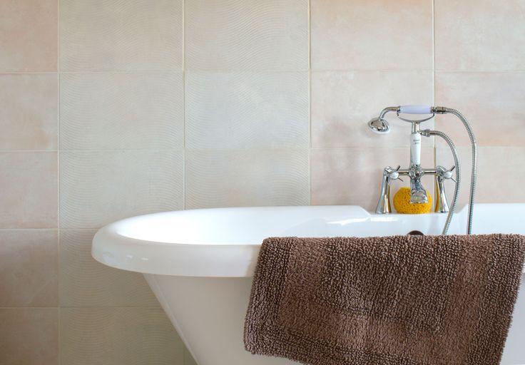 Best 25 earthy bathroom ideas on pinterest blue for Earthy bathroom designs