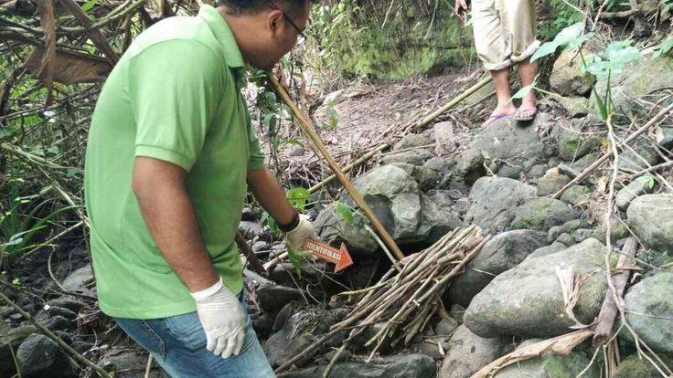 Identitas Nenek yang Meninggal Dunia di Hutan Poncokusumo Terungkap https://malangtoday.net/wp-content/uploads/2017/08/identivikasi-jenazah.jpg MALANGTODAY.NET – Tidak membutuhkan waktu lama, akhirnya identitas nenek yang ditemukan meninggal dunia diarea hutan RPH Poncokusumo petak 57B Desa Poncokusumo, terungkap. Nenek yang meninggal dunia dalam hutan tersebut diketahui bernama Siamah warga Dusun Glanggang Desa Slamet Kecamatan... https://malangtoday.net/malang-raya/