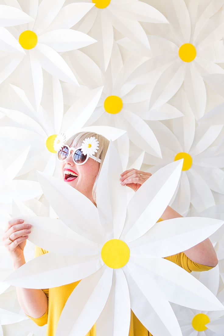 DIY Paper daisy backdrop and video