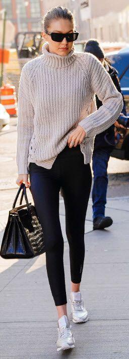 Gigi Hadid macht es vor: Metallic Sneaker kommen dieses Frühjahr wieder in den Trend. Silber oder Gold Metallic, vielleicht auch Roségold? Bei uns findet ihr die schönsten Metallic Sneaker zum Nachkaufen und könnt euch über den neuen Schuh Trend informieren! Schaut auf unserem Blog vorbei (: Sportschuhe / Shoe Trend / Shoe Style / Active Wear / Active Shoes / Athletic Trend / Sporty Girls   Stylefeed