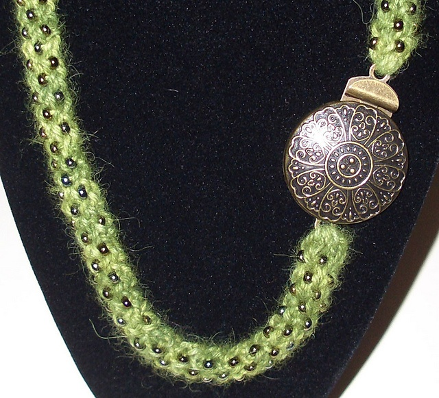 Knitted Jewelry Patterns : 17 Best images about KNITTED AND CROCHETED WIRE JEWELRY on Pinterest Swarov...