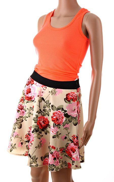 Letná dámska sukňa béžovej farby s krásnym kvetinovým vzorom z ruží. Sukňa je ušitá v áčkovom strihu s gumeným pásom. Univerzálna veľkosť vhodná pre všetky typy postavy. http://www.yolo.sk/sukne/damska-sukna-fashion-floreale-bezova