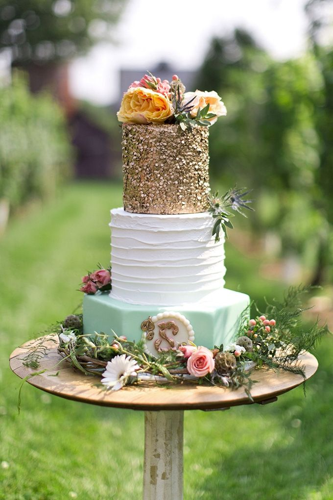 Wedding Cake Inspiration: Mint and Gold