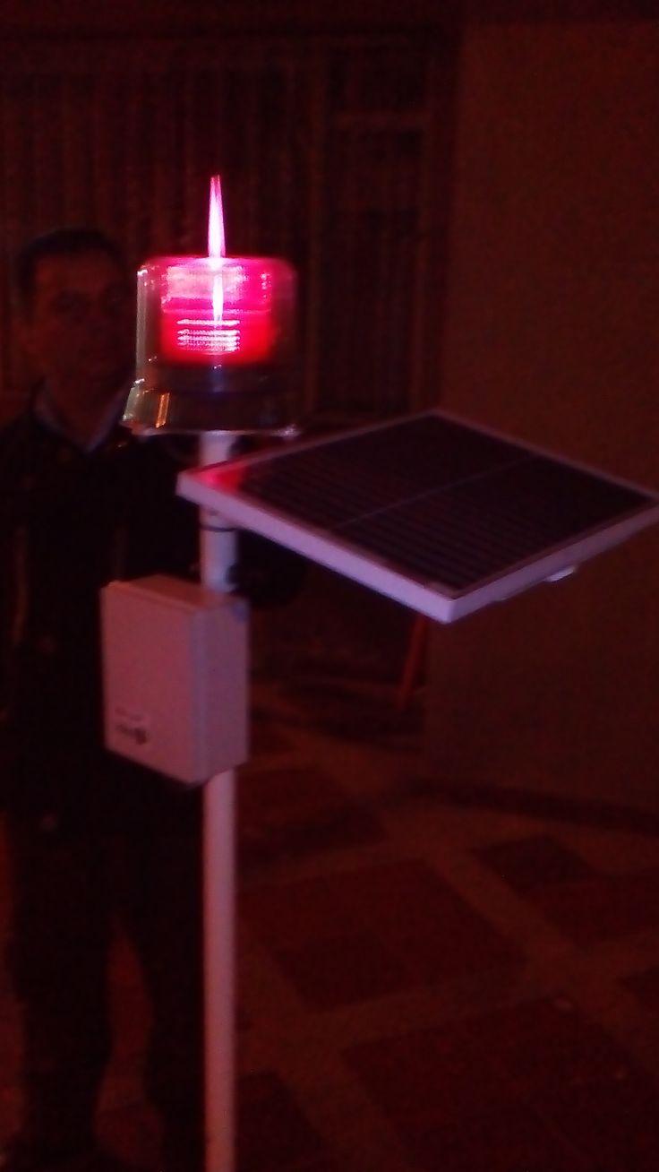 Diseño y fabricación de luz de obstrucción alimentada con panel solar