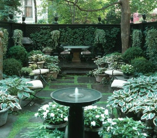 26 Beautiful Townhouse Courtyard Garden Designs -- i like how lush this space is
