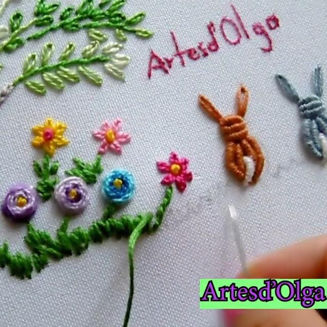 Te comparto un bordado infantil paso a paso. Hand Embroidery Patterns Flowers, Ribbon Embroidery Tutorial, Basic Embroidery Stitches, Hand Embroidery Videos, Creative Embroidery, Silk Ribbon Embroidery, Crewel Embroidery, Hand Embroidery Designs, Embroidery Bracelets