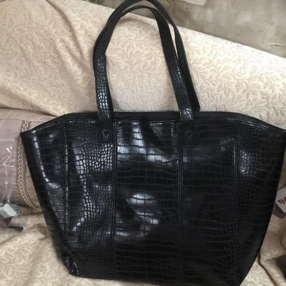Nemin Marcus black oversized alligator bag Not real alligator. Nice bag to travel. Brand new never used. Nemin marcus Bags
