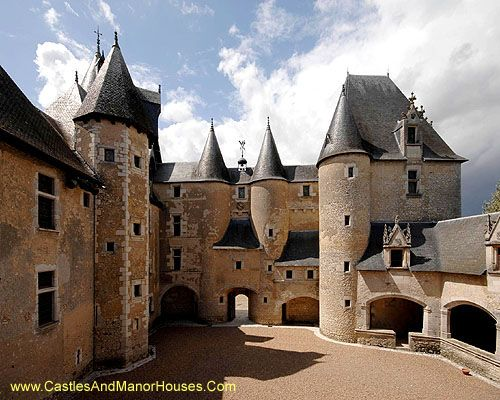 Le Château de Fougères-sur-Bièvre, Fougères-sur-Bièvre, Loir-et-Cher, France.  - Www.castlesandmanorhouses.com