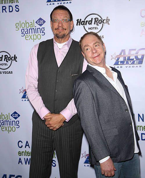 Penn Jillette (L) and Teller of the comedy/magic team Penn & Teller attend Global Gaming Expo's (G2E) Casino Entertainment Awards at Vinyl inside the Hard Rock Hotel & Casino on September 30, 2015 in Las Vegas, Nevada.