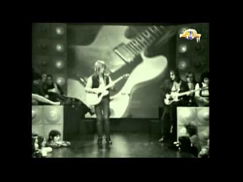 "Dave Edmunds - ""I Hear You Knocking"" [Original Footage 1970] Dave Edmunds formerly led Love Sculpture a Welsh blues-rock band founded in Cardiff in 1966, the group disbanded in 1970 and Edmunds went on to enjoy solo success... `j"