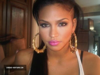 Cassie, makeupMakeup Inspiration, Eye Makeup, Style, Cassie Ventura, Beautiful, Pink Lips, Bamboo Earrings, Pretty, Hair