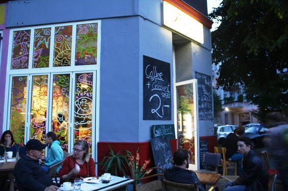Our guide to the best bars in Berlin's Moabit neighborhood, with venues for live music, art and more.