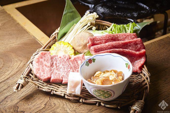 食べる前からその味が期待できる、見た目にも色鮮やかな飛騨牛を二通りの食べ方でいただけるコース料理 #飛騨牛 #奥飛騨 #お肉 #鶏ちゃん #ステーキ #しゃぶしゃぶ