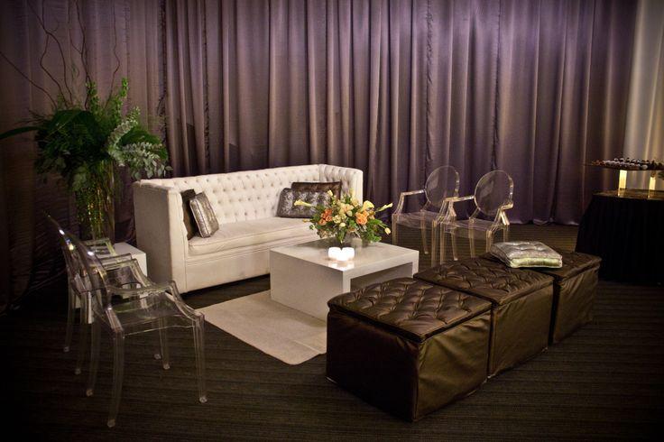 #sala #vintage #ivory y grafito con silla ghost, y #entelado gris