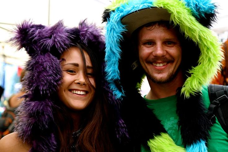 Purple feather animal hood - faux fur/fun furhttp://bollibears.com/eshop/product/purple-feather-animal-hood/