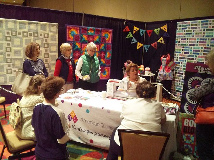 Author, Linda J. Hahn, gives a free demo from her book at AQS QuiltWeek® – Lancaster, Pennsylvania 2015.