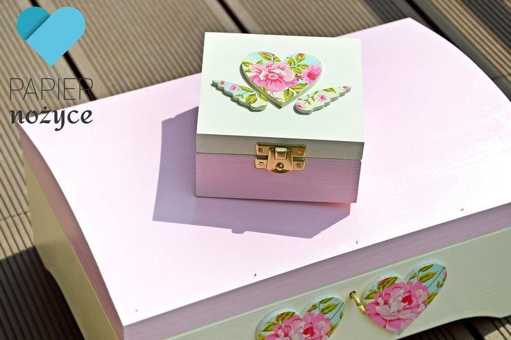 Pudełeczko na obrączki i kuferek wzorowany na Rose. Zamówienie indywidualne. Więcej na http://papier-nozyce.pl/