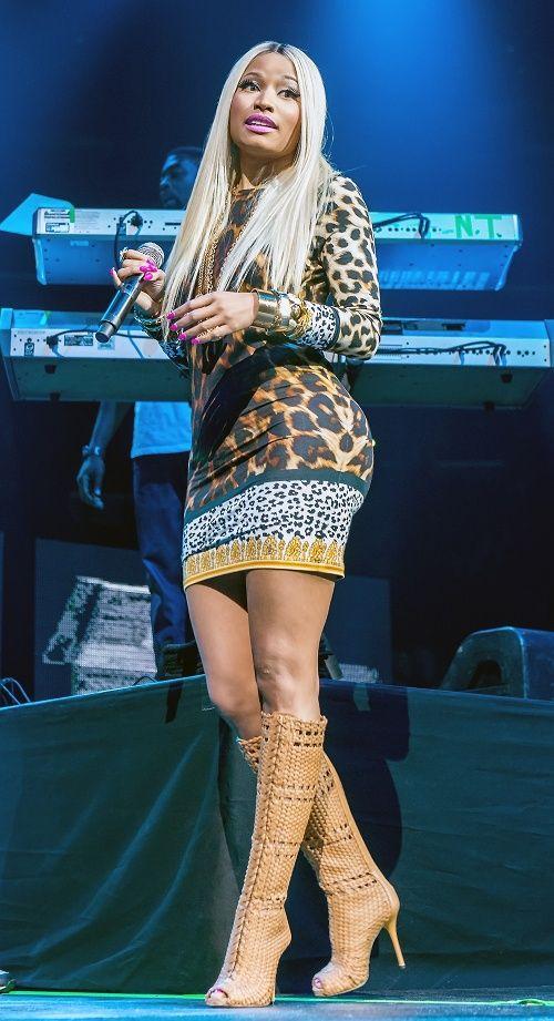 Nicki-Minaj-Philadelphia-Versus-Versace-Dress-Gucci-Tan-Woven ...