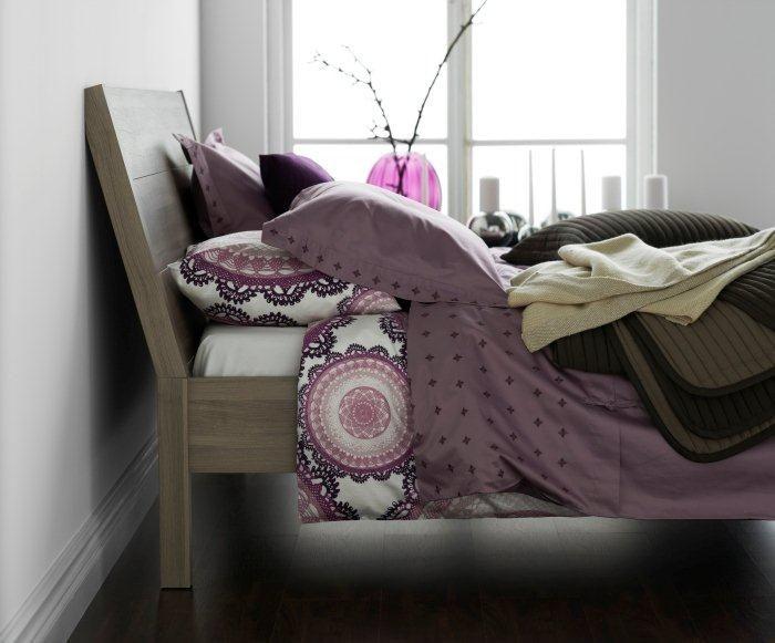 Η αίσθηση της αφής παίζει σημαντικό ρόλο. Επιλέξτε φυσικά υλικά για τα μαξιλάρια, τα παπλώματα και τα λευκά σας είδη και δημιουργήστε τις ιδανικές συνθήκες χαλάρωσης και ύπνου!