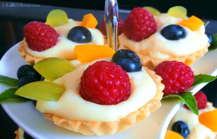 Słodka Strona: Babeczki z Masą Budyniową i Owocami