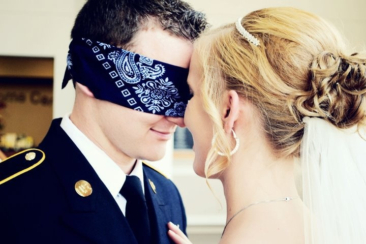 cute way to take pics together before the ceremony without the groom seeing the bride.