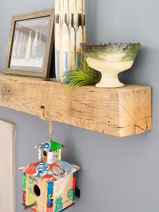 J'aime beaucoup la simplicité de cette étagère en bois recyclé (ancien rail ferroviaire). Ni trop petite, ni trop profonde, la taille idéale pour y déposer cadres, vases et grandes lettres dé…