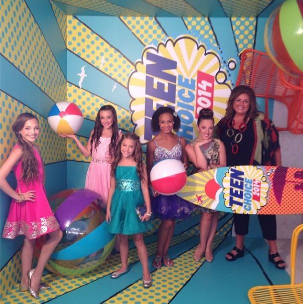 Maddie Ziegler made a public appearance with Nia Frazier, Gianna Martello, Abby Lee Miller, Kendall Vertes and Mackenzie Ziegler at the Teen Choice Awards 2014 [2014]